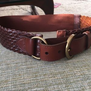 Size S/M woven brown leather belt